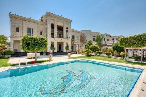 Villa in Emirates Hills, Dubai, UAE 6 bedrooms, 20000 sq.m. № 1707 - photo 1