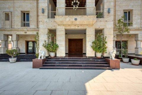 Villa in Emirates Hills, Dubai, UAE 6 bedrooms, 20000 sq.m. № 1707 - photo 3