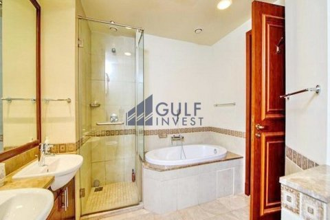 Apartment in Palm Jumeirah, Dubai, UAE 2 bedrooms, 185.3 sq.m. № 2224 - photo 11