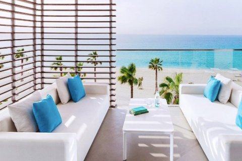 Apartment in Jumeirah, Dubai, UAE 2 bedrooms, 172 sq.m. № 1609 - photo 2
