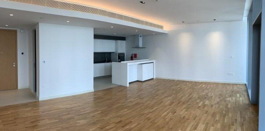 Apartment in Dubai, UAE 1 bedroom, 90 sq.m. № 1743