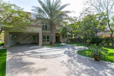 Villa in Jumeirah Islands, Dubai, UAE 4 bedrooms, 480 sq.m. № 1782 - photo 3