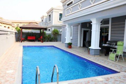 Villa in Falcon City of Wonders, Dubai, UAE 5 bedrooms, 650 sq.m. № 1666 - photo 13