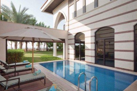 Building in Palm Jumeirah, Dubai, UAE 695 sq.m. № 1687 - photo 2