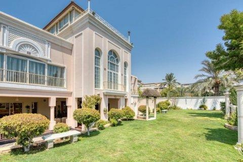 Villa in Emirates Hills, Dubai, UAE 6 bedrooms, 20000 sq.m. № 1707 - photo 12
