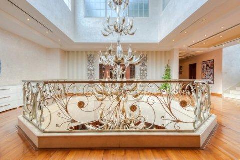 Villa in Emirates Hills, Dubai, UAE 6 bedrooms, 20000 sq.m. № 1707 - photo 15