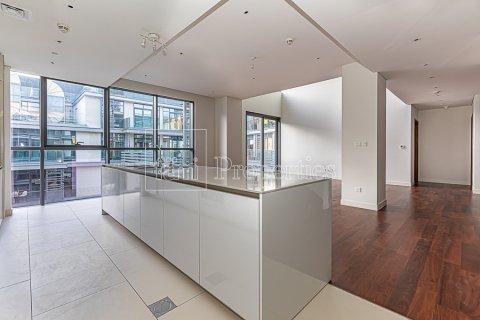 Duplex in Jumeirah, Dubai, UAE 4 bedrooms, 272.7 sq.m. № 4662 - photo 2