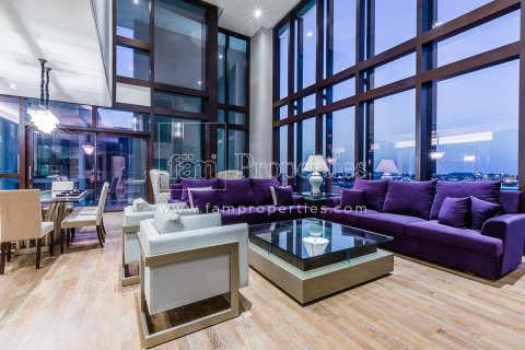 Duplex in Jumeirah, Dubai, UAE 3 bedrooms, 284.2 sq.m. № 4853 - photo 2