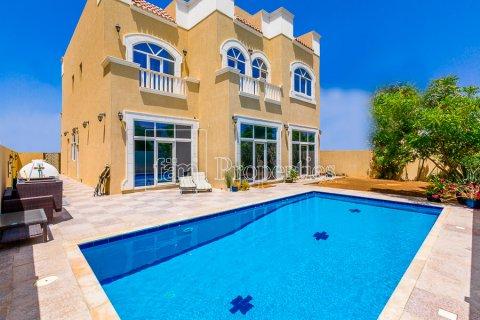 Villa in Dubai Land, Dubai, UAE 5 bedrooms, 557.4 sq.m. № 5054 - photo 1