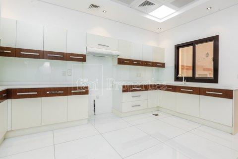 Villa in Dubai Land, Dubai, UAE 5 bedrooms, 641 sq.m. № 5052 - photo 11