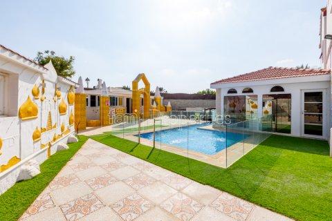 Villa in Dubai Land, Dubai, UAE 8 bedrooms, 1333.3 sq.m. № 3711 - photo 1