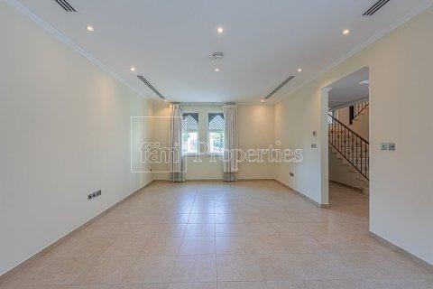 Villa in Jumeirah, Dubai, UAE 3 bedrooms, 826.6 sq.m. № 3417 - photo 2
