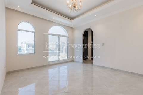 Villa in Dubai Land, Dubai, UAE 5 bedrooms, 603.9 sq.m. № 5194 - photo 4