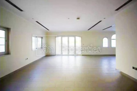 Villa in Jumeirah, Dubai, UAE 3 bedrooms, 327.7 sq.m. № 3194 - photo 1
