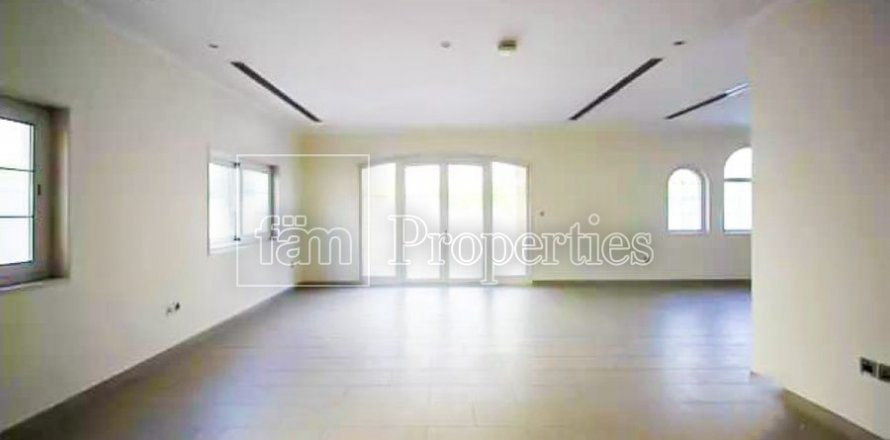 Villa in Jumeirah, Dubai, UAE 3 bedrooms, 327.7 sq.m. № 3194