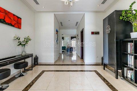 Villa in Dubai Land, Dubai, UAE 4 bedrooms, 557.4 sq.m. № 5037 - photo 10
