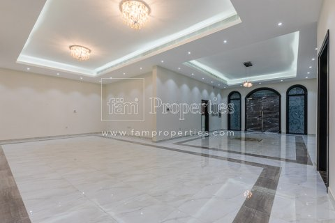 Villa in Dubai Land, Dubai, UAE 5 bedrooms, 678.2 sq.m. № 5106 - photo 2