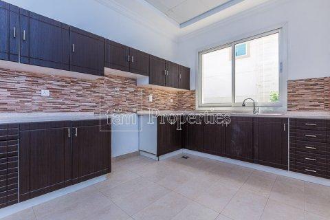 Villa in Dubai Land, Dubai, UAE 4 bedrooms, 557.4 sq.m. № 4774 - photo 4