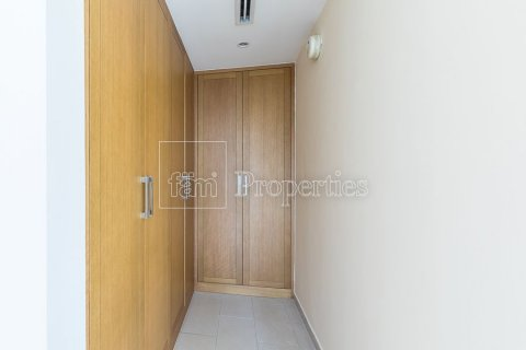 Villa in Jumeirah, Dubai, UAE 3 bedrooms, 826.6 sq.m. № 3417 - photo 21
