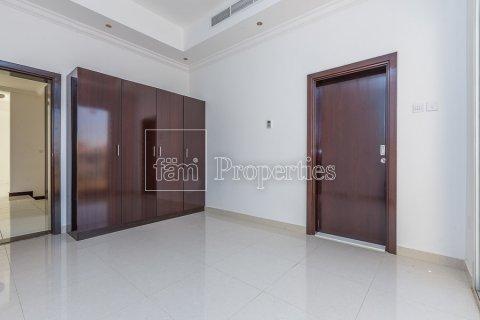 Villa in Dubai Land, Dubai, UAE 4 bedrooms, 557.4 sq.m. № 4774 - photo 25