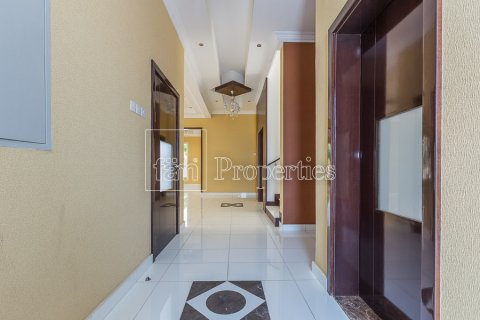 Villa in Dubai Land, Dubai, UAE 4 bedrooms, 557.4 sq.m. № 4774 - photo 7