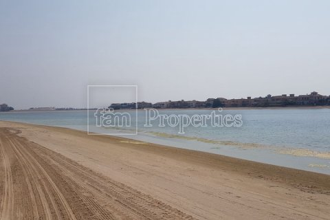 Land in Palm Jumeirah, Dubai, UAE 975.5 sq.m. № 3408 - photo 1