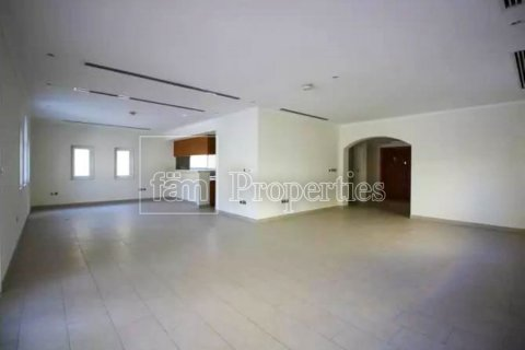 Villa in Jumeirah, Dubai, UAE 3 bedrooms, 327.7 sq.m. № 3194 - photo 8