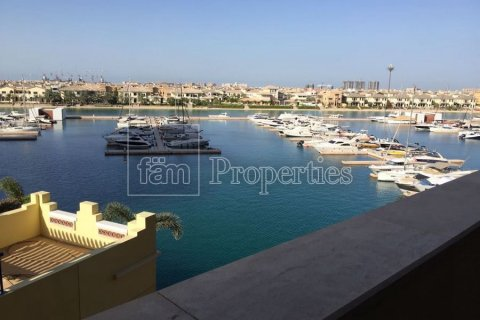 Apartment in Palm Jumeirah, Dubai, UAE 2 bedrooms, 189.2 sq.m. № 3288 - photo 1