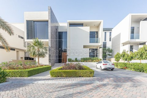 Villa in Dubai, UAE 6 bedrooms, 1709.4 sq.m. № 3276 - photo 1