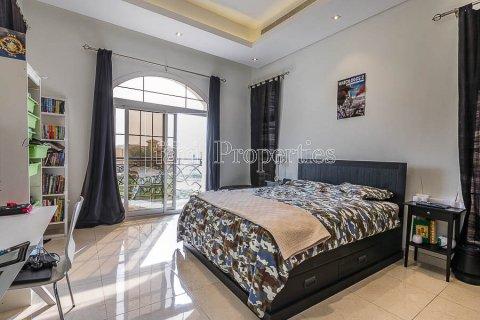 Villa in Dubai Land, Dubai, UAE 4 bedrooms, 557.4 sq.m. № 5189 - photo 4