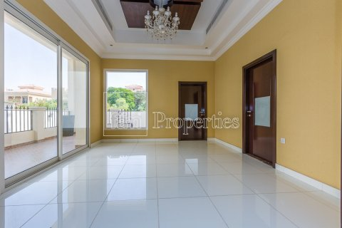 Villa in Dubai Land, Dubai, UAE 4 bedrooms, 557.4 sq.m. № 4774 - photo 6