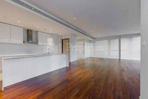 Apartment in Jumeirah, Dubai, UAE 3 bedrooms, 265.6 sq.m. № 4775 - photo 2