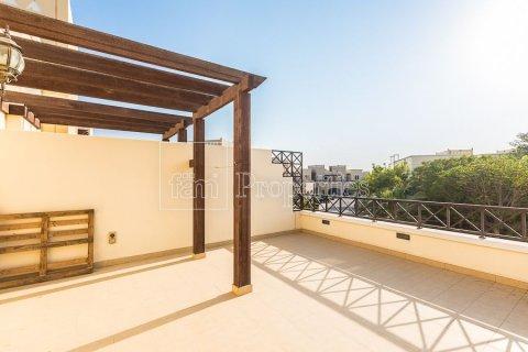Townhouse in Dubai Land, Dubai, UAE 4 bedrooms, 386.8 sq.m. № 3477 - photo 1