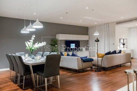 Apartment in Jumeirah, Dubai, UAE 3 bedrooms, 223.2 sq.m. № 5064 - photo 13