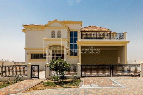 Villa in Dubai Land, Dubai, UAE 7 bedrooms, 1021.6 sq.m. № 5030 - photo 1