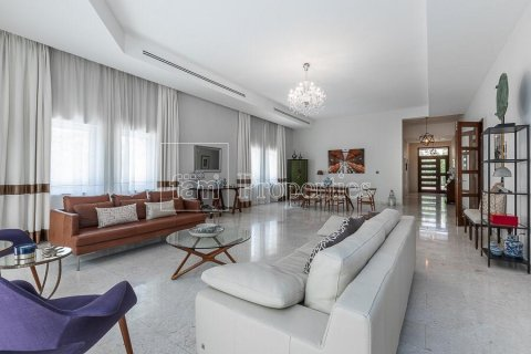 Villa in Dubai Land, Dubai, UAE 5 bedrooms, 594.6 sq.m. № 5146 - photo 2