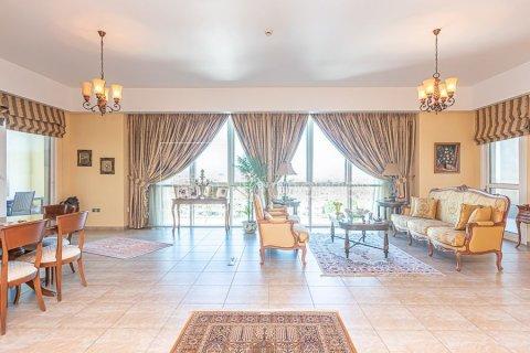 Apartment in Palm Jumeirah, Dubai, UAE 3 bedrooms, 376.5 sq.m. № 3574 - photo 2