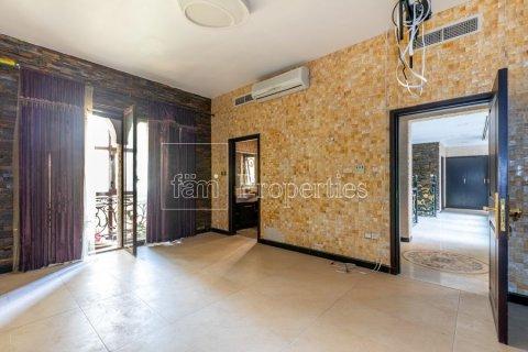 Villa in Dubai Land, Dubai, UAE 6 bedrooms, 1254.2 sq.m. № 5196 - photo 11
