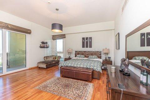 Apartment in Palm Jumeirah, Dubai, UAE 3 bedrooms, 376.5 sq.m. № 3574 - photo 14
