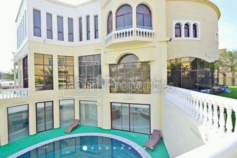 Villa in Emirates Hills, Dubai, UAE 7 bedrooms, 1723.6 sq.m. № 3674 - photo 1