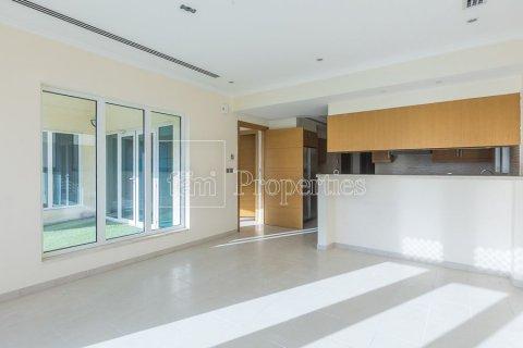 Villa in Jumeirah, Dubai, UAE 3 bedrooms, 826.6 sq.m. № 3417 - photo 11
