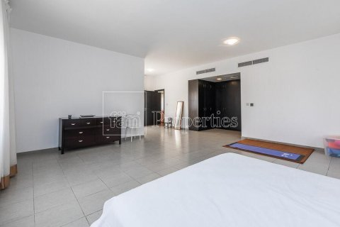 Villa in Dubai Land, Dubai, UAE 5 bedrooms, 594.6 sq.m. № 5146 - photo 3