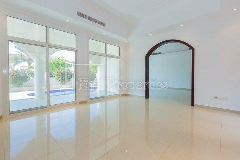 Villa in Dubai Land, Dubai, UAE 6 bedrooms, 743.2 sq.m. № 4577 - photo 1