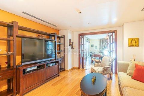 Apartment in Palm Jumeirah, Dubai, UAE 3 bedrooms, 376.5 sq.m. № 3574 - photo 8