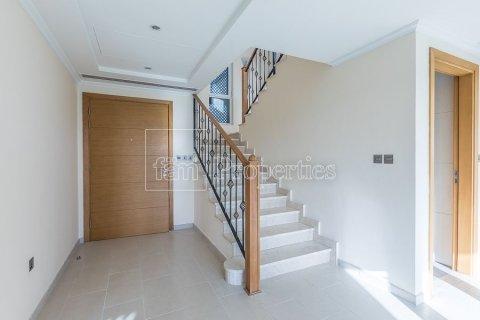 Villa in Jumeirah, Dubai, UAE 3 bedrooms, 826.6 sq.m. № 3417 - photo 13