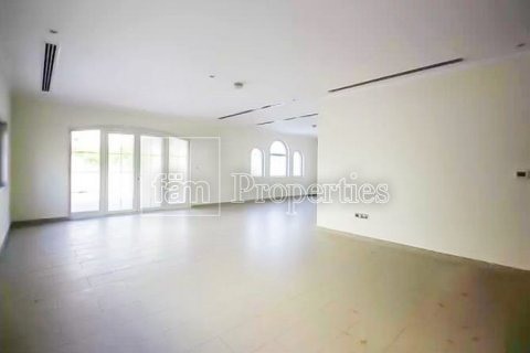 Villa in Jumeirah, Dubai, UAE 3 bedrooms, 327.7 sq.m. № 3194 - photo 12
