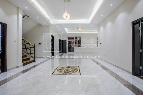 Villa in Dubai Land, Dubai, UAE 5 bedrooms, 678.2 sq.m. № 5106 - photo 10