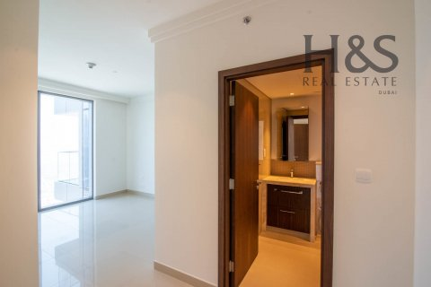 Apartment in Downtown Dubai (Downtown Burj Dubai), Dubai, UAE 3 bedrooms, 169.1 sq.m. № 2755 - photo 2