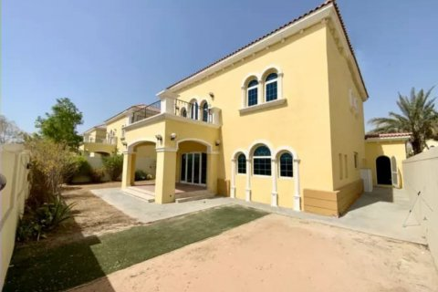 Villa in Jumeirah, Dubai, UAE 3 bedrooms, 327.7 sq.m. № 3194 - photo 6