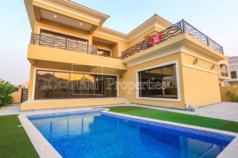 Villa in Dubai Land, Dubai, UAE 5 bedrooms, 641 sq.m. № 5052 - photo 1